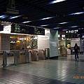 1、2月台的高鐵入口匣