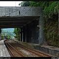 月台就在防土石流的明隧道下