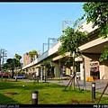 站前廣場已綠化,比起舊汐止站小小糟糟的樣子好太多了