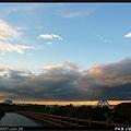 夕照映在烏雲上,也是很美的