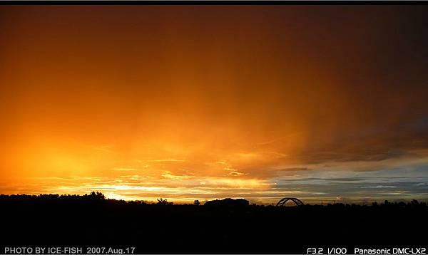 橘黃色的夕陽