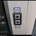 廁所大門的電動開關