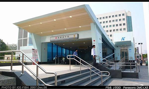 R5前鎮高中站-1號出入口及電梯
