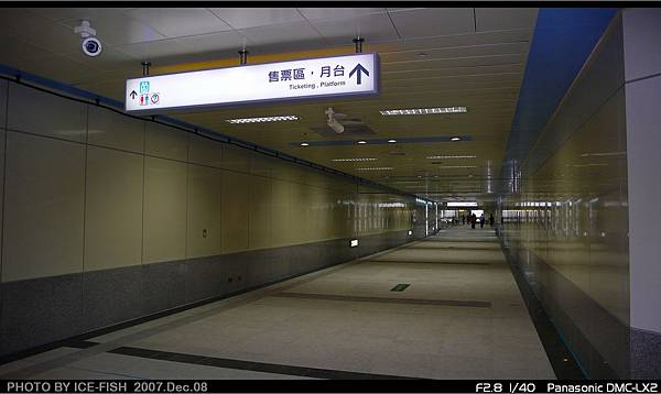 R4高雄國際機場站-長長的通道
