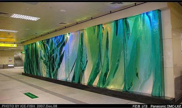 R4高雄國際機場站-凝聚的綠寶石