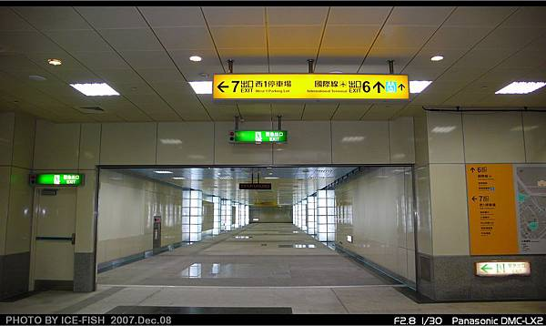 R4高雄國際機場站-通往6號出口的通道