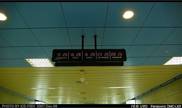 R4高雄國際機場站-6號通道的國際時間