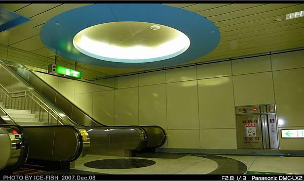 R4高雄國際機場站-6號出入口電扶梯,圓形設計