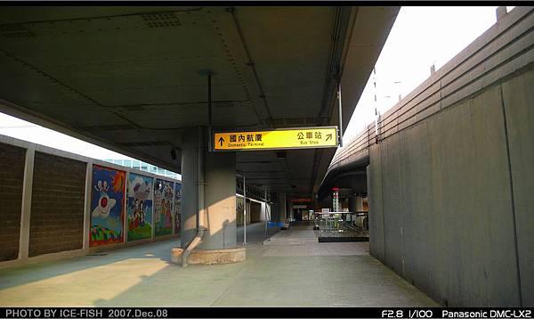 R4高雄國際機場站-通往國內航廈及2號出入口