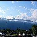 中央山脈龐大的身影正好壓在花蓮車站的上頭