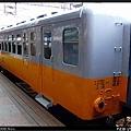 停靠在2A月台,等待車頭的光華號列車(DR2053