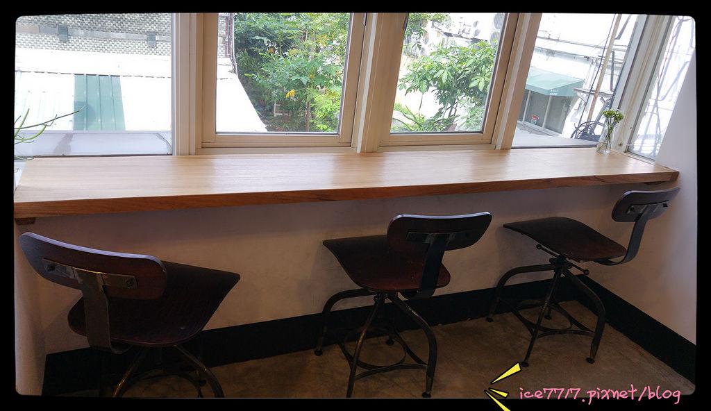 2樓靠窗座位