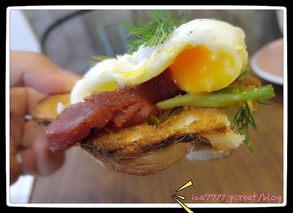 鴨肉沙拉與費達起司-疊層吃法