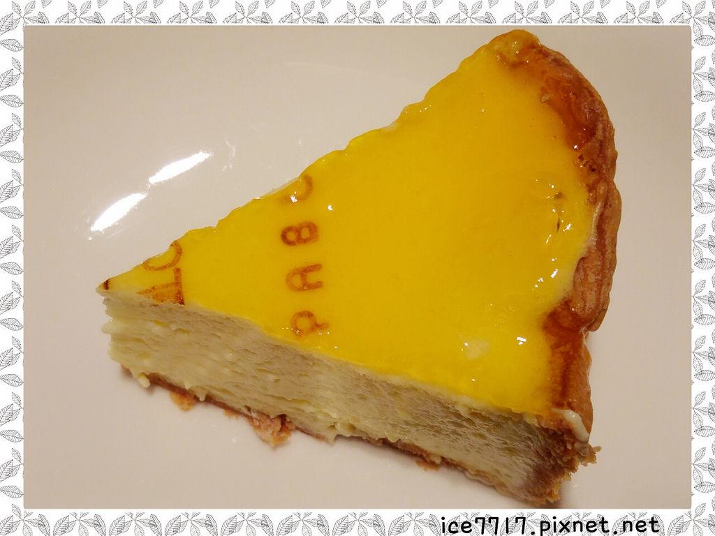 PABLO半熟起司塔-上層像果凍般覆蓋檸檬口味的薄層