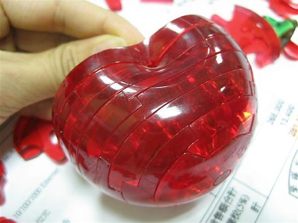 2010.09.14 44片水晶立體拼圖:紅蘋果 (14).JPG