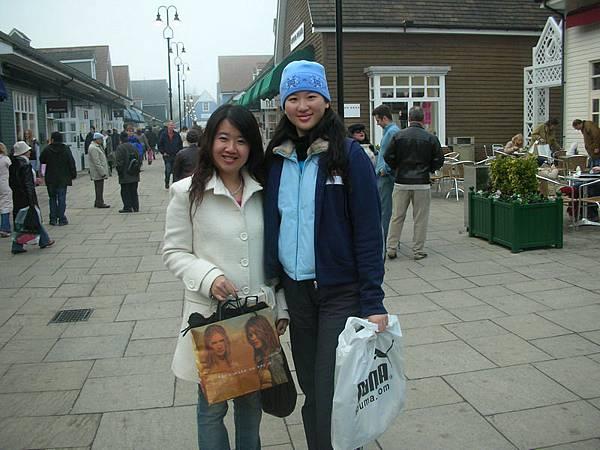 2005.12.11 Oxford_Linda&Grace