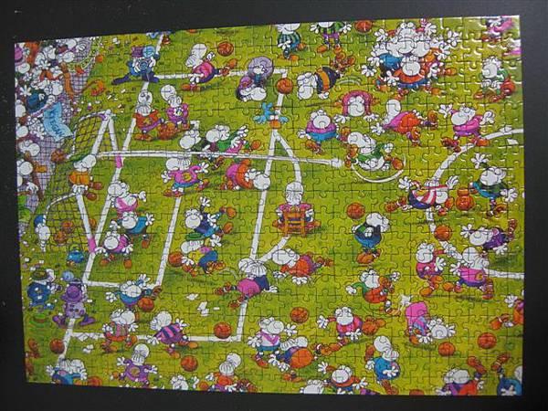2011.11.22~24 500 pcs Crazy Football (9).JPG