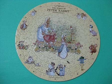 2012.02.05 168片快樂時光(Peter Rabbit)時鐘拼圖 (12).jpg