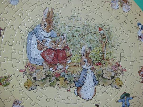 2012.02.05 168片快樂時光(Peter Rabbit)時鐘拼圖 (14).jpg