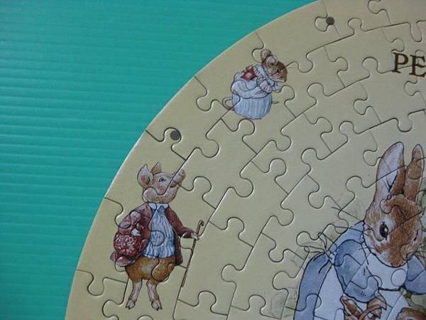 2012.02.05 168片快樂時光(Peter Rabbit)時鐘拼圖 (16).jpg