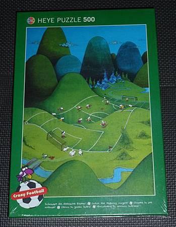 500 pc-Crazy Football-Football Hill.JPG
