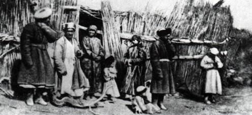 1879-80帕尔则法斯基摄于罗泊湖畔.jpg