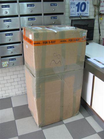 2009.11.10 DHL拼圖送達 (1).JPG