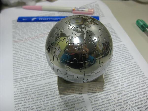 2009.11.24 球體72片磁性拼圖.JPG