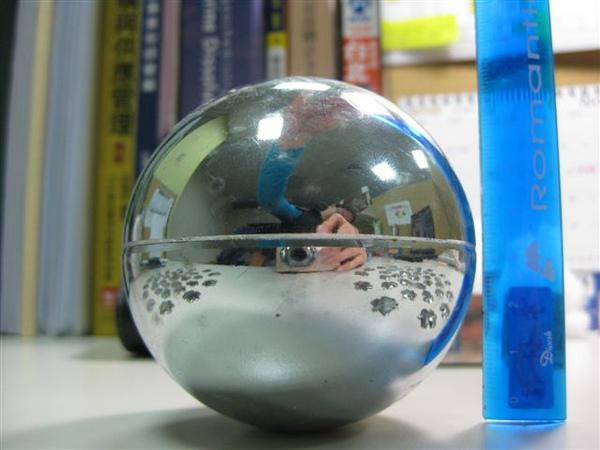 2009.11.24 球體72片磁性拼圖 (6)_球母體之赤道(讓拼者對齊用).JPG