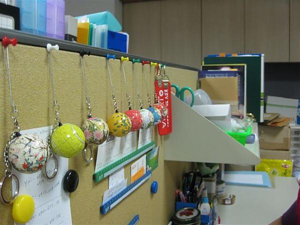 2010.05.25 辦公室裡的鑰匙圈拼圖 (3).JPG