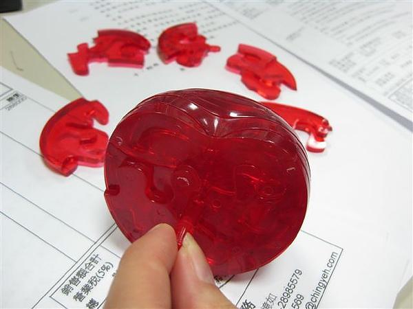 2010.09.14 44片水晶立體拼圖:紅蘋果 (8).JPG