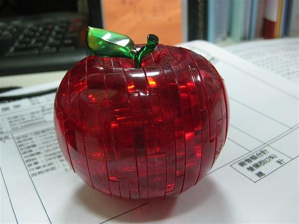 2010.09.14 44片水晶立體拼圖:紅蘋果 (29).JPG