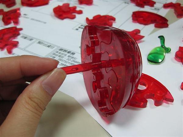 2010.09.14 44片水晶立體拼圖:紅蘋果 (6).JPG