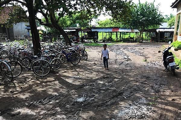 安坤地小學雨後的校園