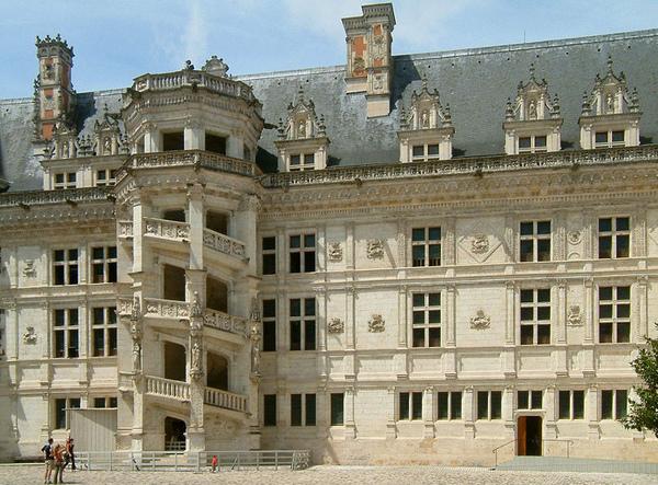 800px-Ch%C3%A2teau_de_Blois_05.jpg