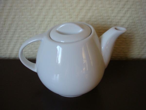 6 白色茶壺 3歐.JPG