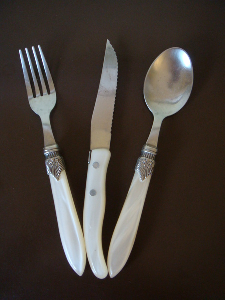 12 高級刀叉湯匙組 6歐.JPG