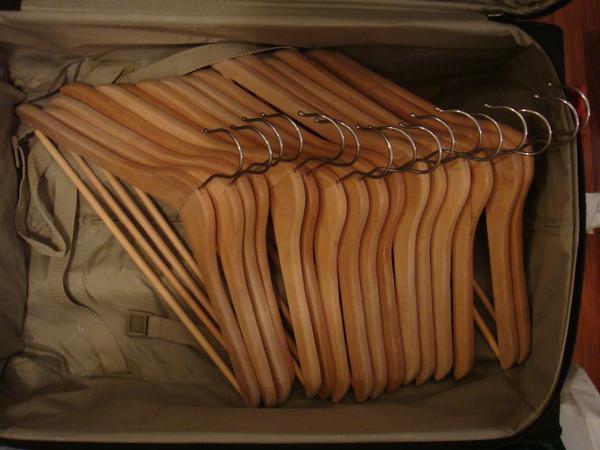 38 木頭衣架16個 15歐.JPG
