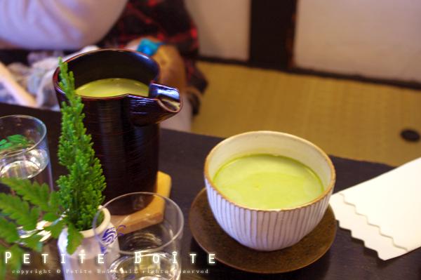 宇治抹茶牛乳(熱) NT.200