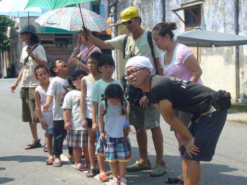 小演员正排位,艳阳高照,热得受不了。.jpeg
