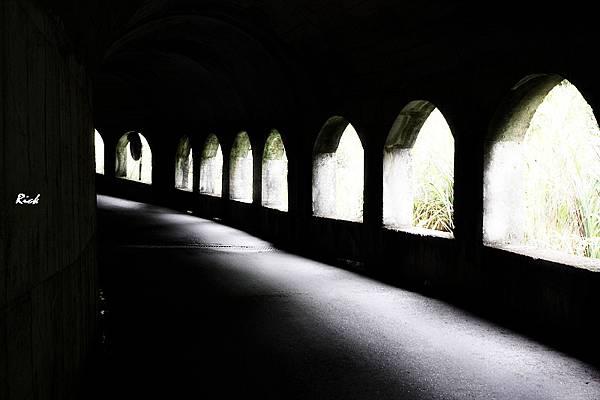 慕谷慕魚.明隧道