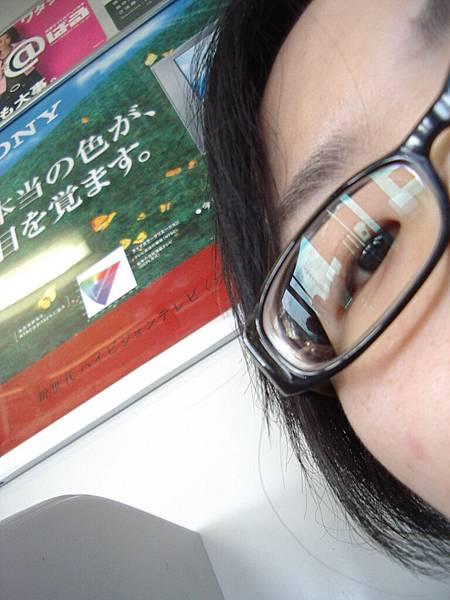 素顏的+黑色膠框眼鏡的ichi