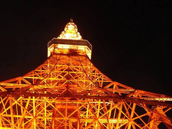 仰望東京鐵塔