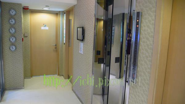 五樓電梯 盡頭是洗手間