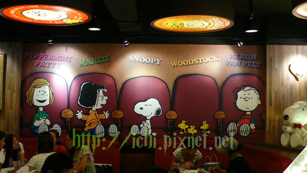 牆壁的snoopy and Marcie