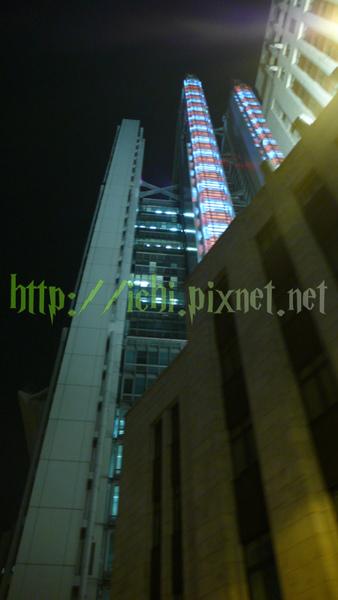 HSBC紅白樓梯