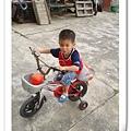 小乖會騎腳踏車了
