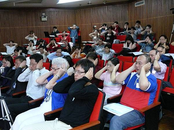 學員聆聽自己的聲音