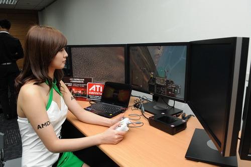 AMD多螢幕輸出技術大領先!讓消費者亦可透過筆記型電腦感受三螢幕顯示畫面_縮小大小.JPG