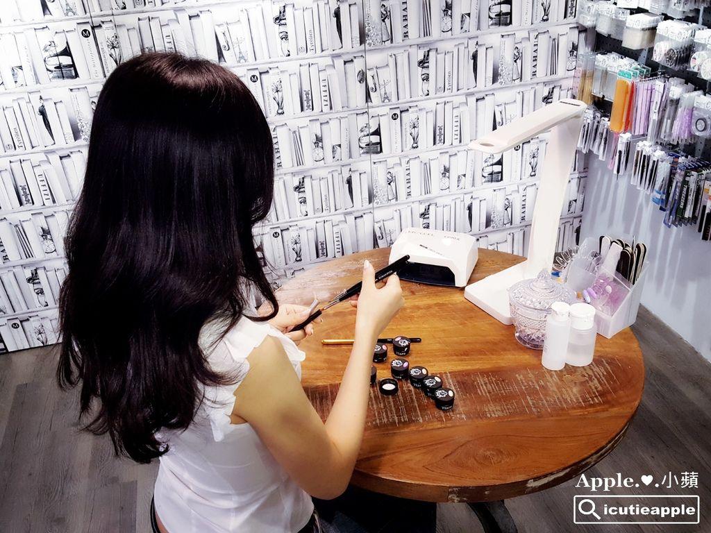 試用所需的工具包括Tiara熊野筆及各式磨板等